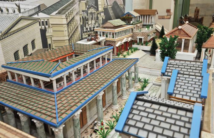 Civica Galleria del Figurino Storico - Osimo | B&B Montegallo